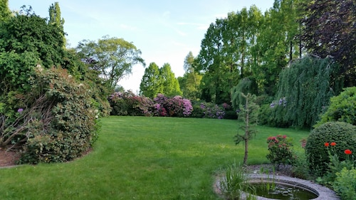 Landsitz With Great Rhodo and Peasant Garden. With W-lan, Sauna and Pool