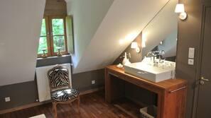 3 chambres, fer et planche à repasser, lits bébé, accès Internet