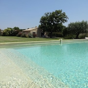 At the Foot of Mont Ventoux, Between Avignon and Carpentras, Cottage With Air-conditioning