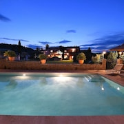 Stylish Family House With Pool at the Foot of the Village of Ménerbes