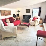 Sublime Terrace House in the Heart of the Village of Roussillon in the Luberon