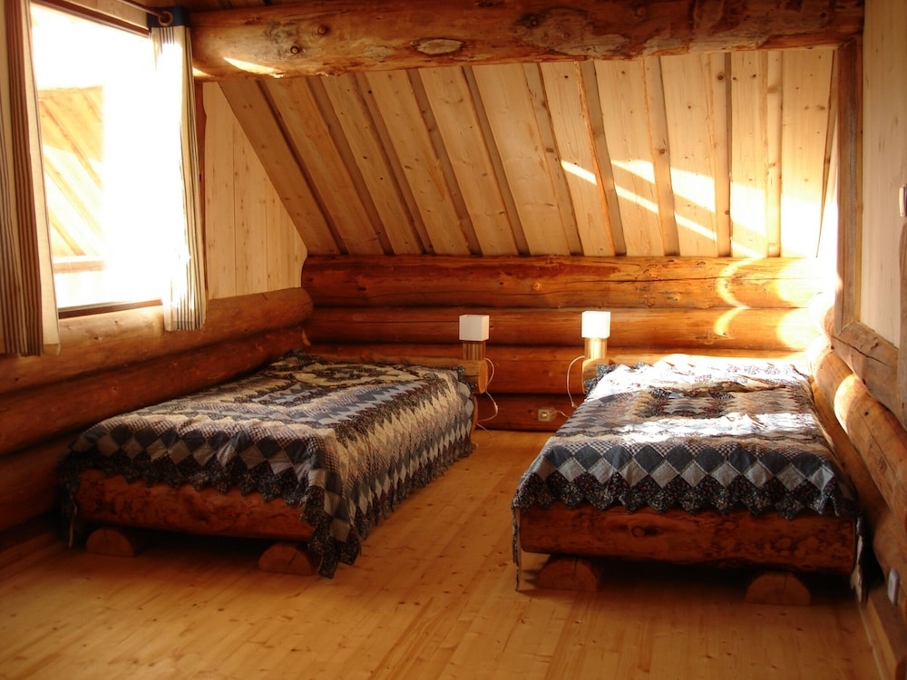 Room, Two log Houses With Swimming Pool and Sauna in Essoyes, Champagne