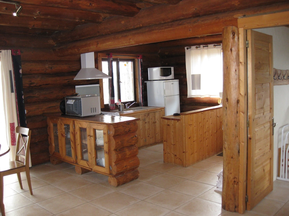 Private Kitchen, Two log Houses With Swimming Pool and Sauna in Essoyes, Champagne