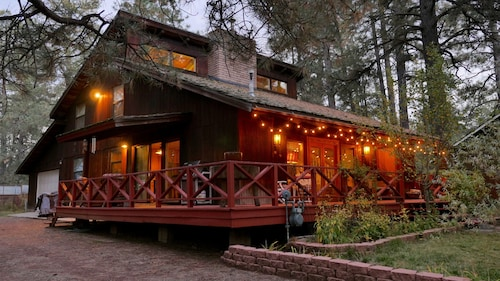 Enchanting Artistic Mountain Chalet. Dog Friendly! Check out the Video!