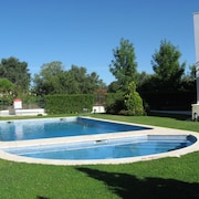 House With Pool and Garden, Sleeps 6, Waterfront, Vilamoura
