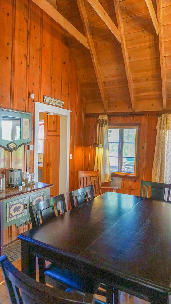 Private Kitchen, Clean-cozy Shabby Chic, Romantic, Home School Ready! and Fido Friendly Cabin