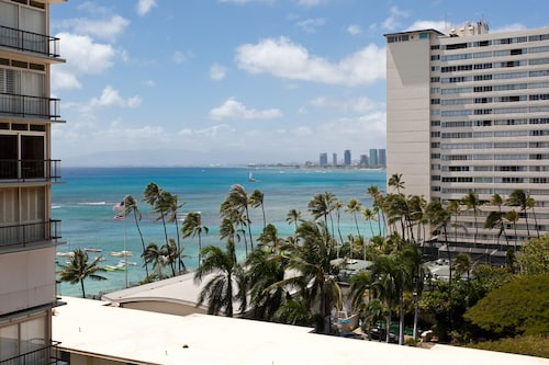 Historic Honolulu Hotels - Famous Hotels From $112 | Travelocity
