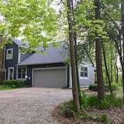 Private Wooded Retreat in Historic Town!