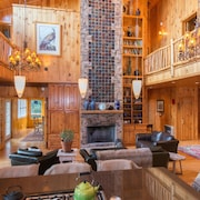 Jewel Of The Woods: Mountain Views, AC, Sauna, Wifi, On 33 Acre Gentleman's Farm