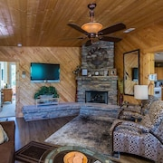 Quaint Cabin With Spectacular Views of the Granite Dells, Great for Hikers!