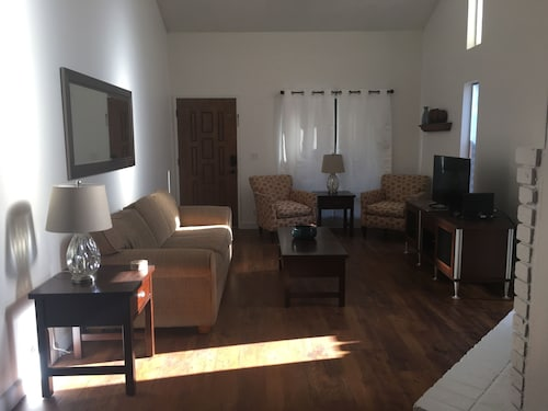 Great Place to stay $4200 Monthly 2 Bed, 2 Bath, 2 Car! Restaurants, Movie Theater, Sunrise Mall! (2 near Citrus Heights