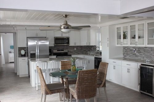 Oceanfront- Newly Renovated Beachhouse Minutes From Historic St. Augustine