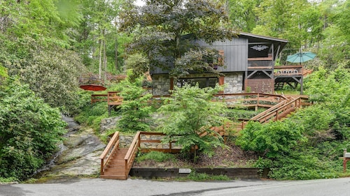 Luxury Waterfall Mtn Cabin - Hot Tub, River, Family/pet Friendly Near Asheville
