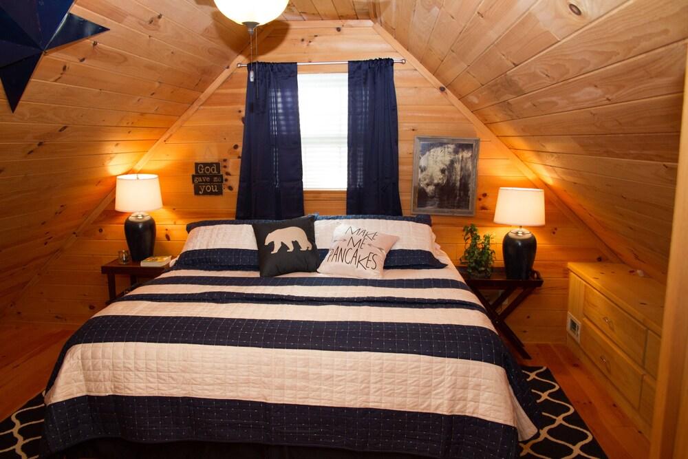 Wonderful Cabin on Fightingtown Creek, Sleeps 8: 2019 Room
