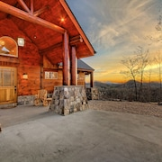 Luxury, Long Range Mountain Views Near Lake Burton & Clayton, GA