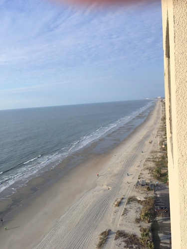 Right ON THE Beach Newly Updated Condo, Near Airport,wifi, Covered Parking