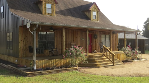 Great Place to stay Zip Inn - Pineywoods, Hiking, Fishing, Zipline - Quiet Country Setting Close In near Nacogdoches