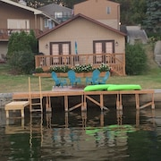 Remodeled Lakefront Cottage. Free Kayaks & Free Wifi!