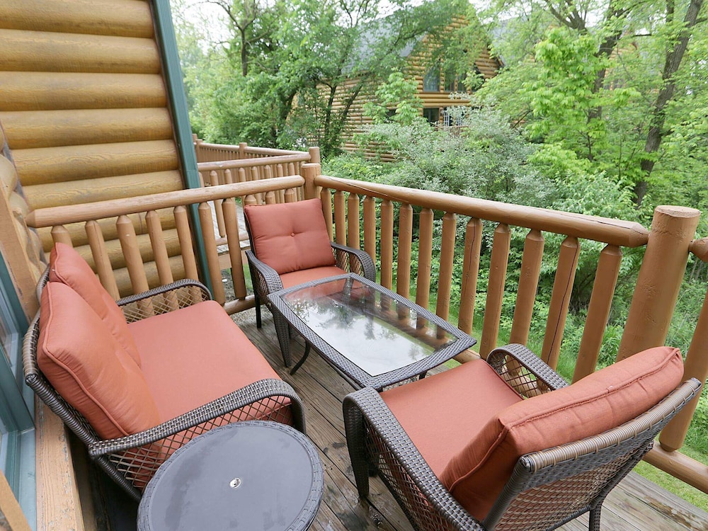 Terrace/Patio, Highly Rated Cabin :starved Rock Golf,boat,fish,chef Kitch / Sleep 12, Wifi,4 TV