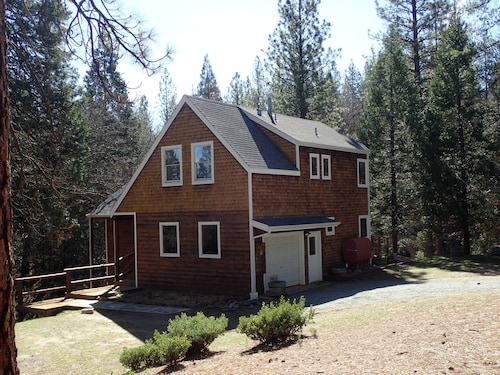 Yosemite Oaks Mountain Home - Cabin on Private 7 Wooded Acres Near Yosemit