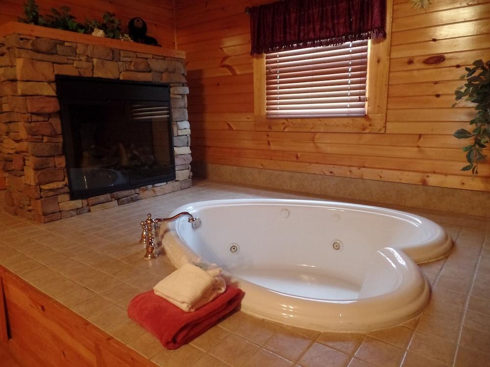 Romantic 1 Bedroom Cabin Gatlinburg Smoky Mountain National