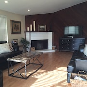 Lux Family 3 Bed Costa Mesa - 10min Beach- A/c, Wifi, Yard / Patio w BBQ -garage