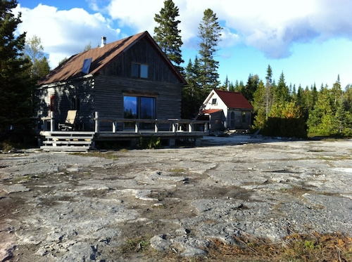 Great Place to stay LOG Cabin Lake Huron, Unplugged + Super-charged! Family, Couples, Pets, Artists near Spring Bay