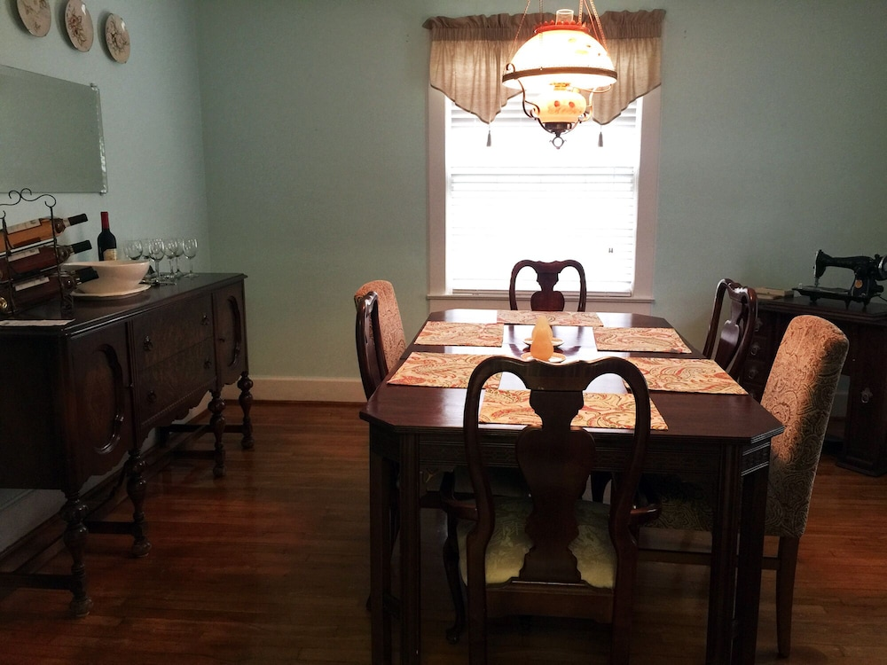 In-Room Dining, Killian House Retreat, 4br 2ba Relaxing Get Away Private Home