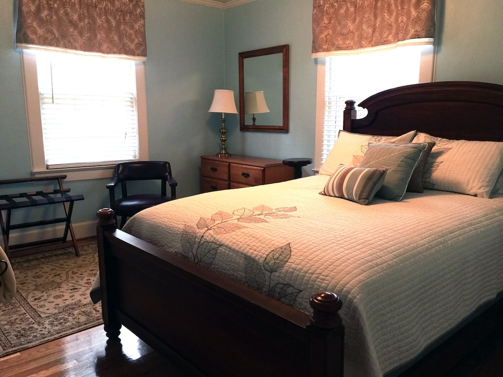 Room, Killian House Retreat, 4br 2ba Relaxing Get Away Private Home