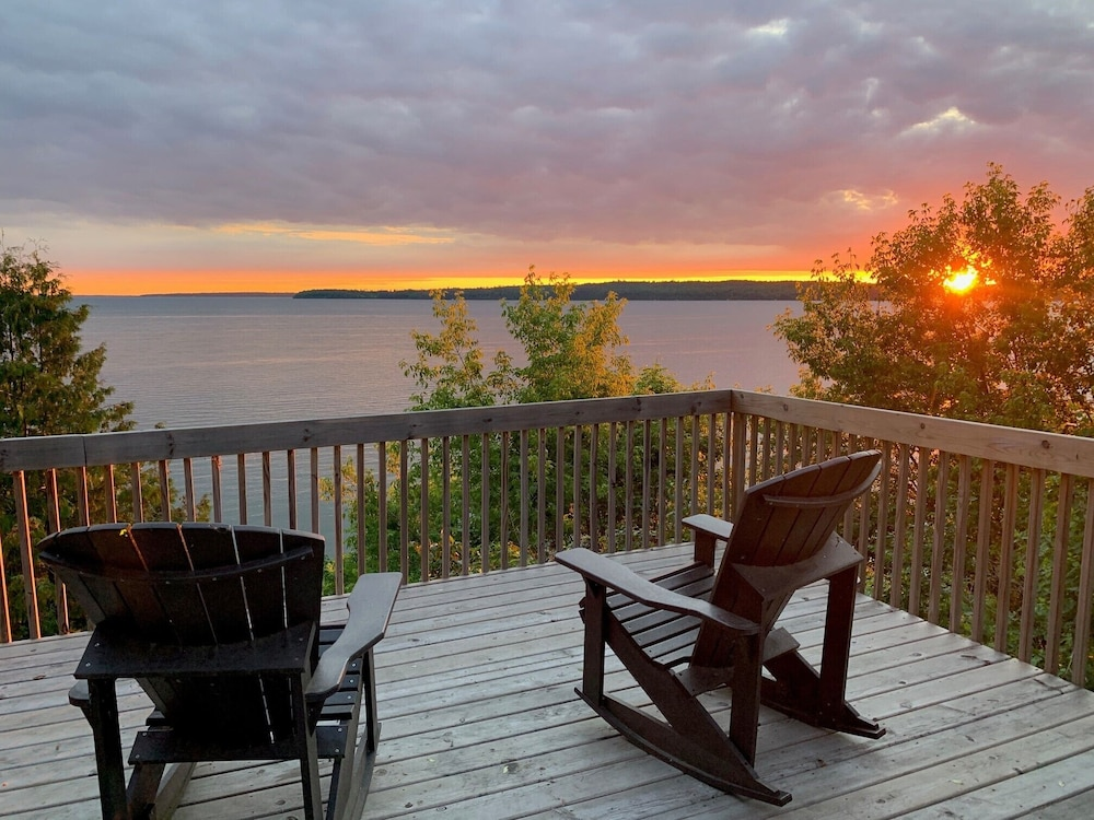 Featured Image, 4-season Historic Home in Town, Million Dollar View on Leech Lake!