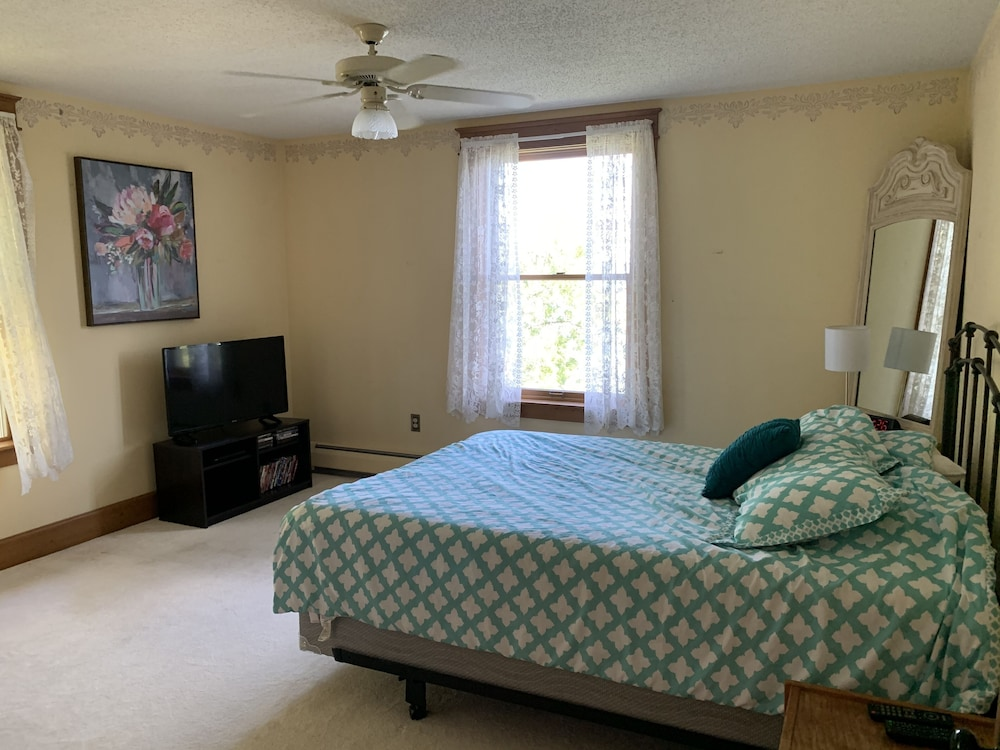 Room, 4-season Historic Home in Town, Million Dollar View on Leech Lake!