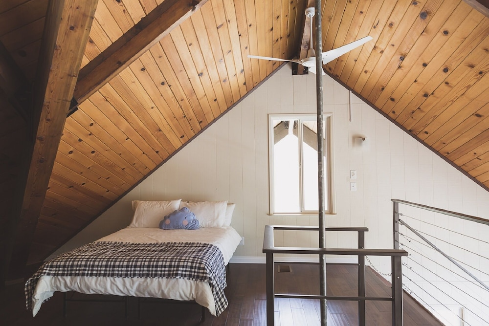 Room, Charming House Inside The Gate Of Sequoia National Park