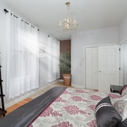 Renovated 2 Bed, Sleeps 6, Brookline Village, Steps to Public Trans, Boston