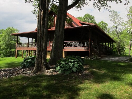 Bearwallow DEN -near Asheville - Hendersonville Luxury Mountain Cabin - 2 King