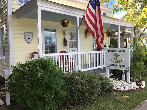 Anchors Aweigh Cottage In Historic Seaside Beaufort, NC