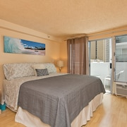 King Bed & Futon - Waikiki - Quiet & Central Living