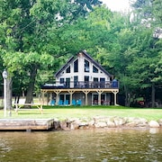 Sunshine Chalet: a Perfect Lakefront Getaway!