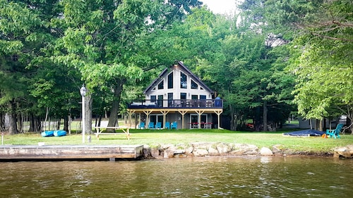 Fall Sale! A Perfect Lakefront Getaway! #1 Treasure Lake Rental!