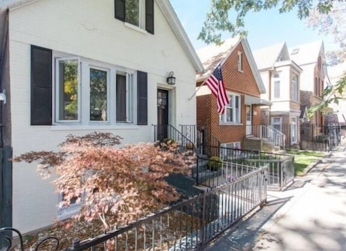 Highly Rated Private One Bedroom Apartment: A+ Bucktown/wicker Park Location