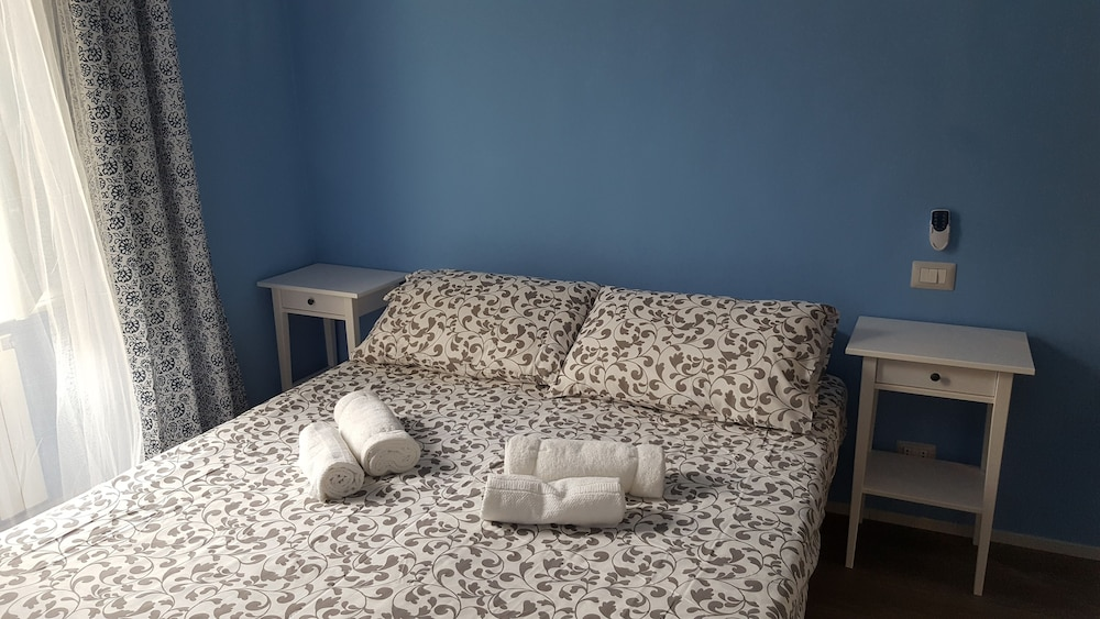 Mistress 100 apartment in turin area san salvario for Hotel san salvario torino
