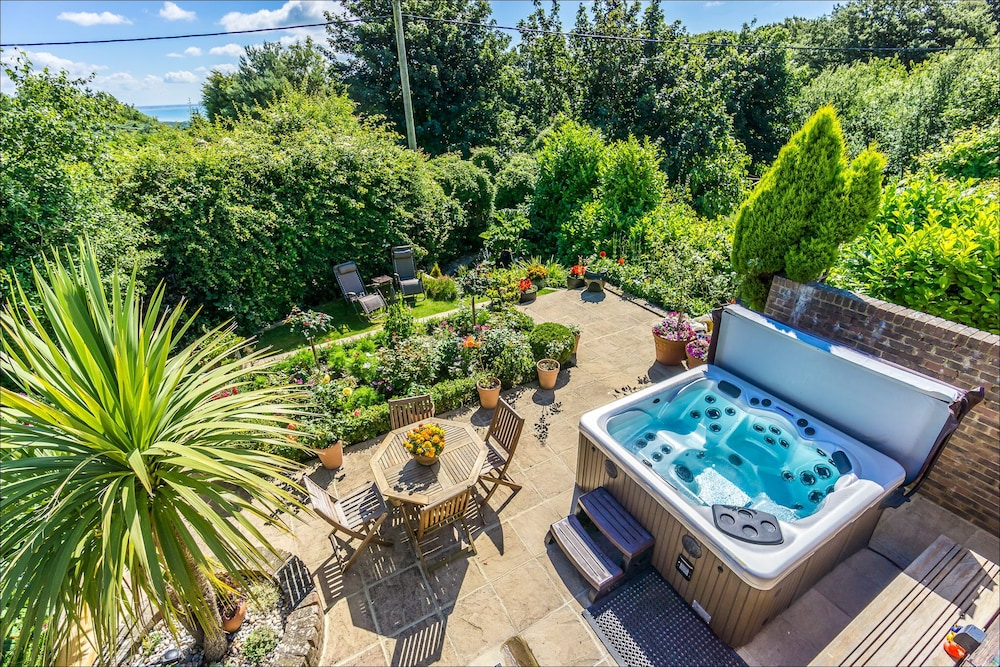 Book Heated Indoor Pool U0026 Hot Tub, Countryside Holiday Cottage Near The  Beach U0026 Park | Hastings Hotel Deals