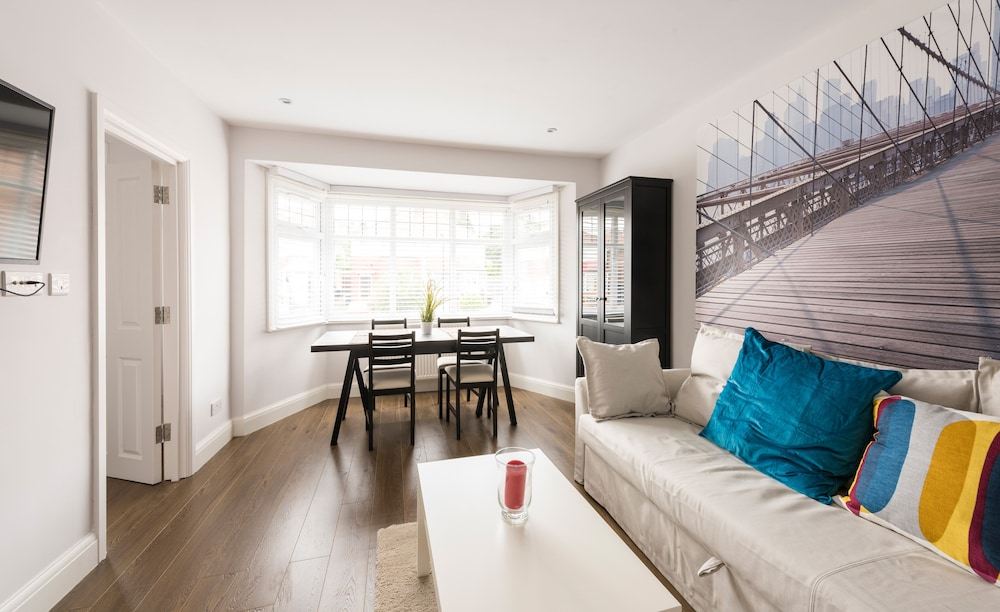 Beautiful New Apartment Good Links To Central London
