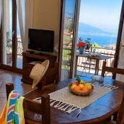 Bay Apartment in Sorrento Coast: Center, sea View, Parking and Wi-fi,