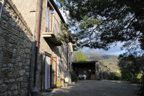 Casa del Vento in San Cono, in the Heart of Madonie Button