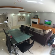 In the Center / Air Conditioning / Wifi / Parking / TV Football / Netflix