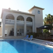 Tranquil and Spacious With Exceptional Convenience for Holiday Maker