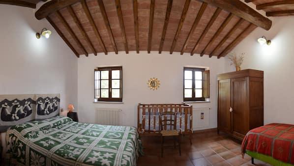 2 slaapkamers, een strijkplank/strijkijzer, babybedden, internet