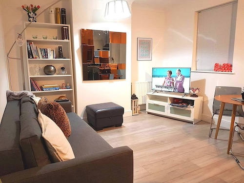 1 bed Flat Near Excel Centre / City Airport / O2 / Docklands - Sleeps 4