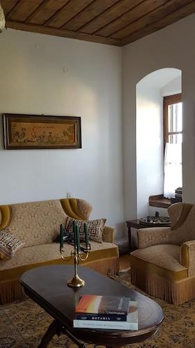 Fabulous Stay in Rustic Villa Platanus (Aigialeia, Grecia) | Expedia.it