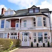 Chymes Select Holiday Apartments, Sea Views, Short Walk to the Beach